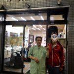 【西成区】関西の人も「そこはやばい。」と言う程のドヤ街で有名な大阪・西成区にロン毛美容師が突撃したら、理容室でシャンプーを教えてもらった話。